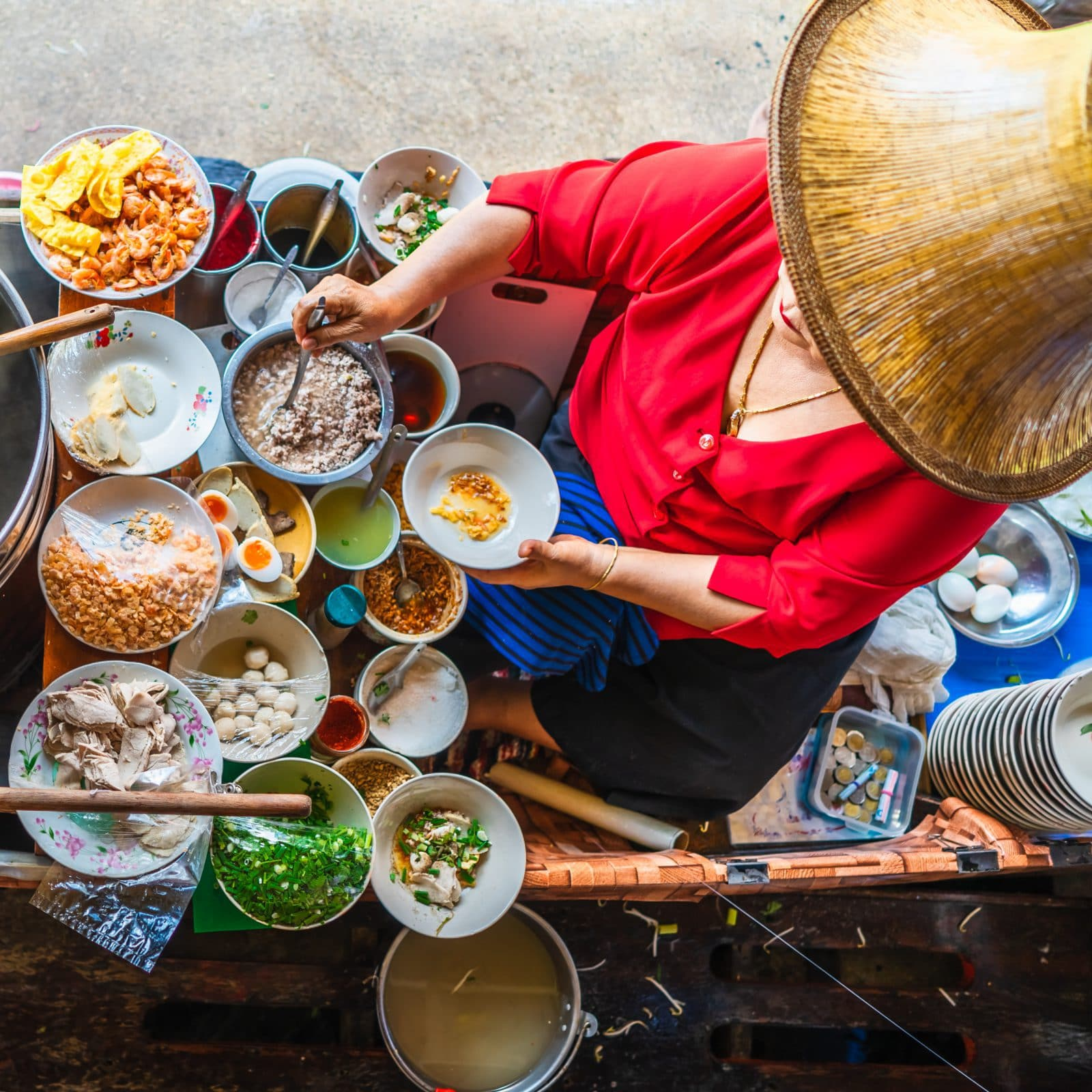 Marchande nourriture, saveurs asie, barque, street food, voyage.
