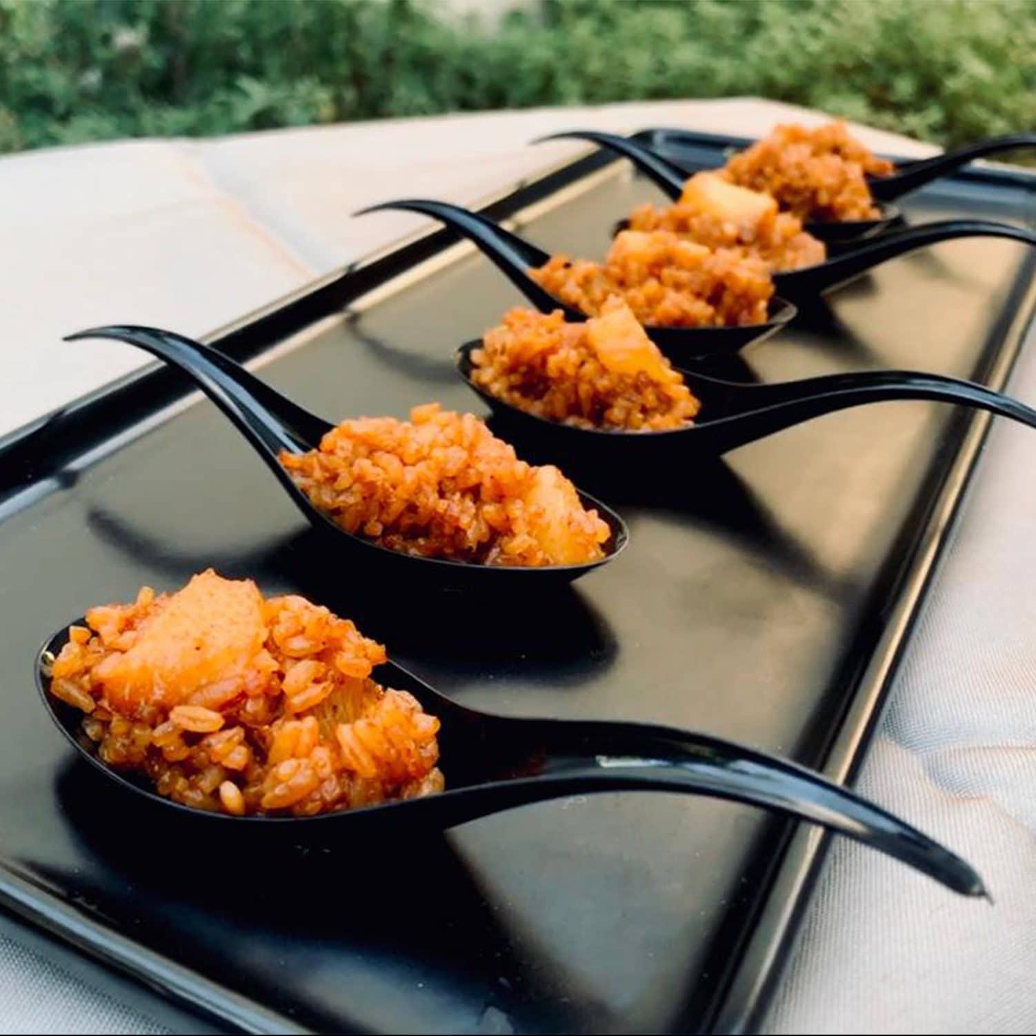 Riz tieb rouge sénégalais sauté à la thaïlandaises, ananas oignons rouges pimentés.