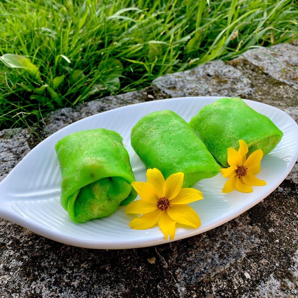 Crêpes balinaises vertes, pandan, noix de coco, dadar gulung.