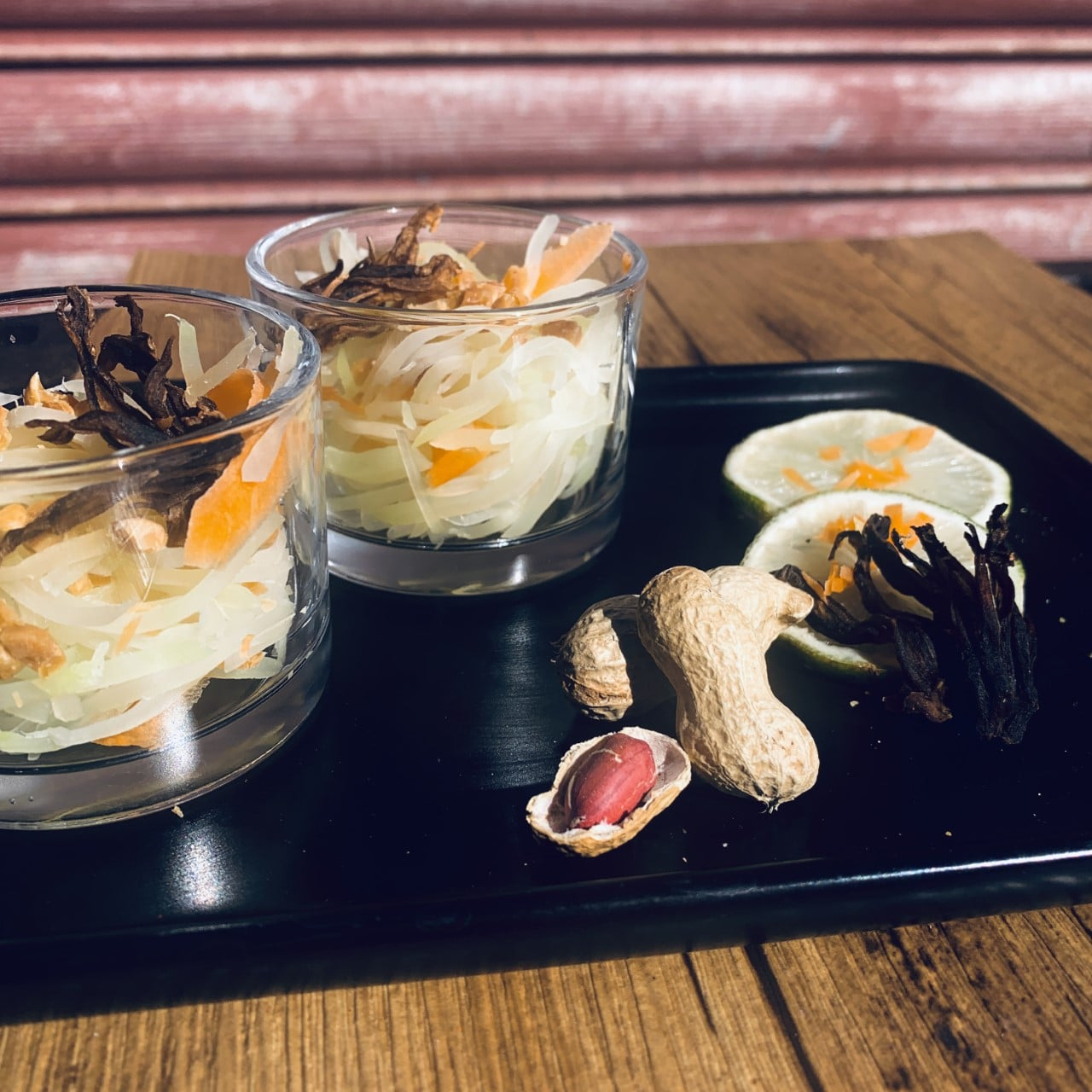 Rouleau de printemps, poulet gingembre miel, banane plantain, aloco.